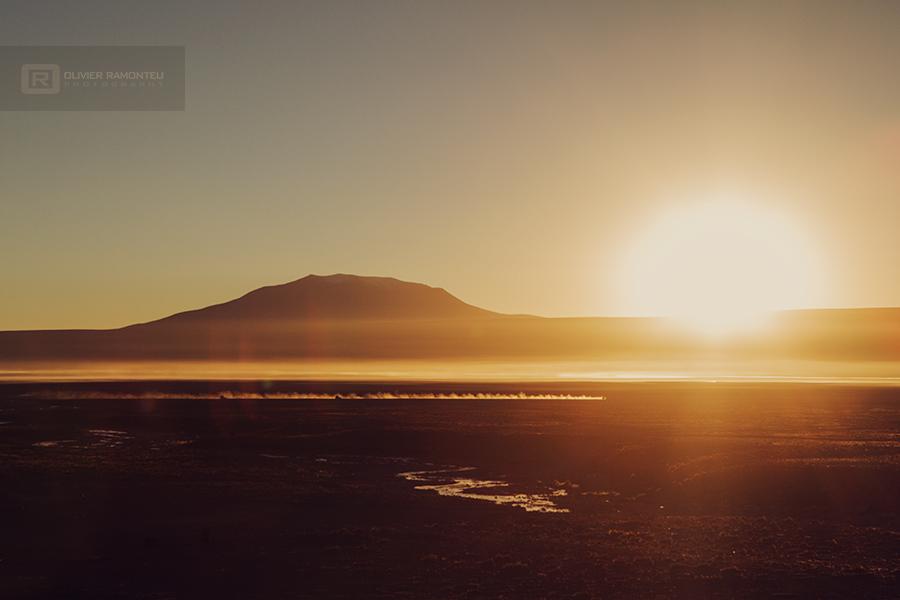 Lever de soleil sur le désert de Bolivie